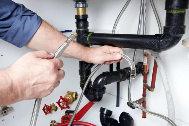 Four Tips on Hiring the Right Plumbing Services in Your Local Area